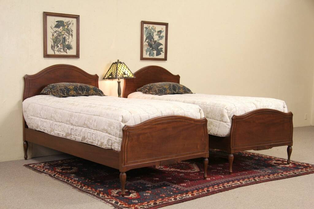Sold Pair Of 1950 S Vintage Mahogany Twin Beds Harp
