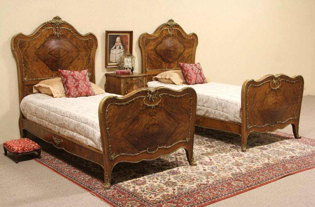 Sold French Bombe Bedroom Set 2 Twin Bed Amp Nightstand