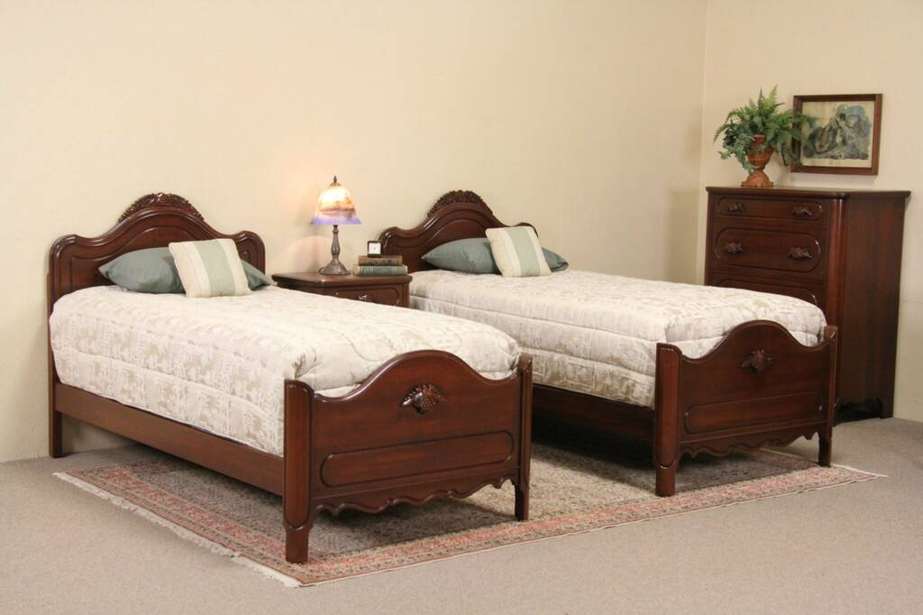 Sold Davis Signed 1950 Vintage 4 Piece Bedroom Set Twin Beds Carved Grapes Harp Gallery