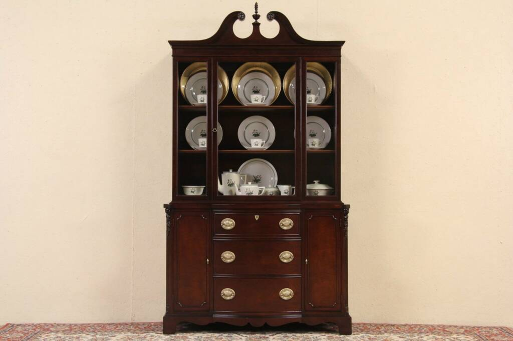Sold Mahogany Traditional 1940 S Vintage Breakfront