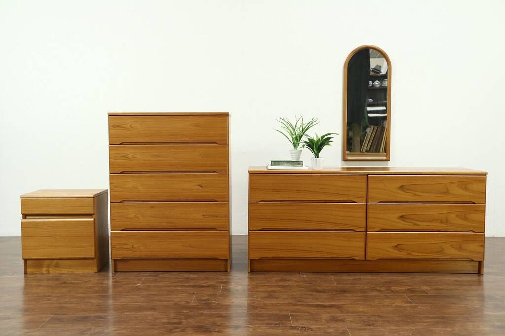 Teak Midcentury Modern 1970 Vintage 4 Pc Bedroom Set