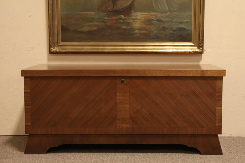 Sold Midcentury Modern Lane Vintage Cedar Chest Or Bench Harp Gallery Antique Furniture
