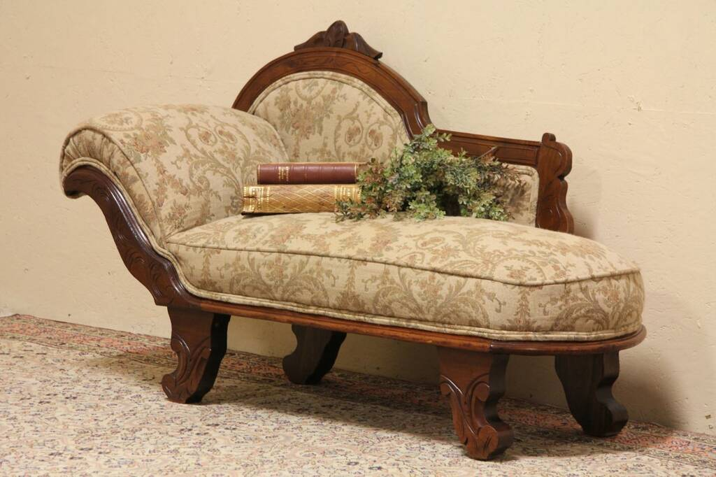 Sold victorian child 39 s fainting couch or chaise lounge for Antique fainting couch chaise