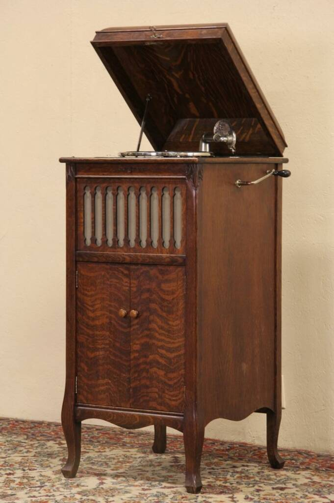 Sold Silvertone Oak Antique 1915 Wind Up Phonograph