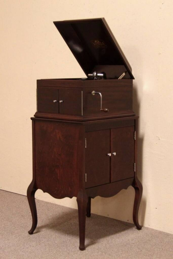 Sold Victor Victrola Antique Phonograph Record Player