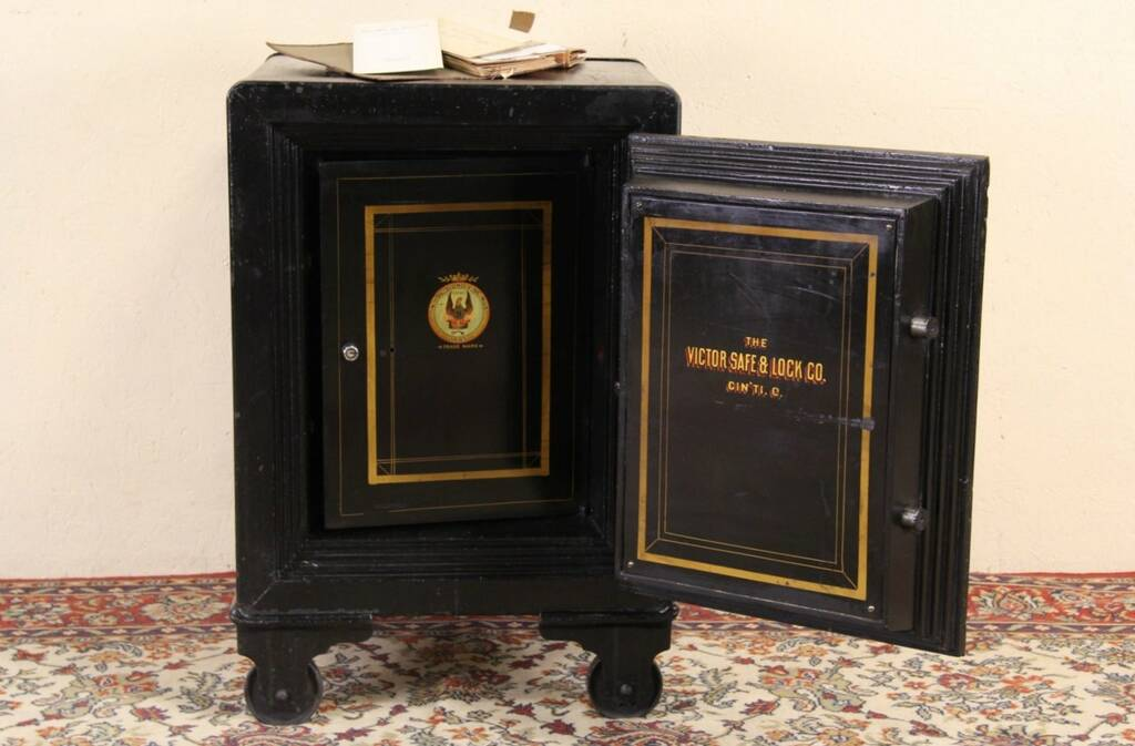 Sold Victor Of Ohio 1900 Antique Safe Working
