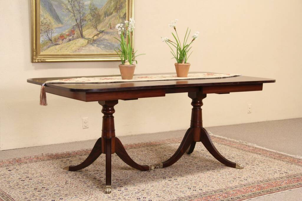 Sold Traditional 1940 S Vintage Mahogany Dining Table