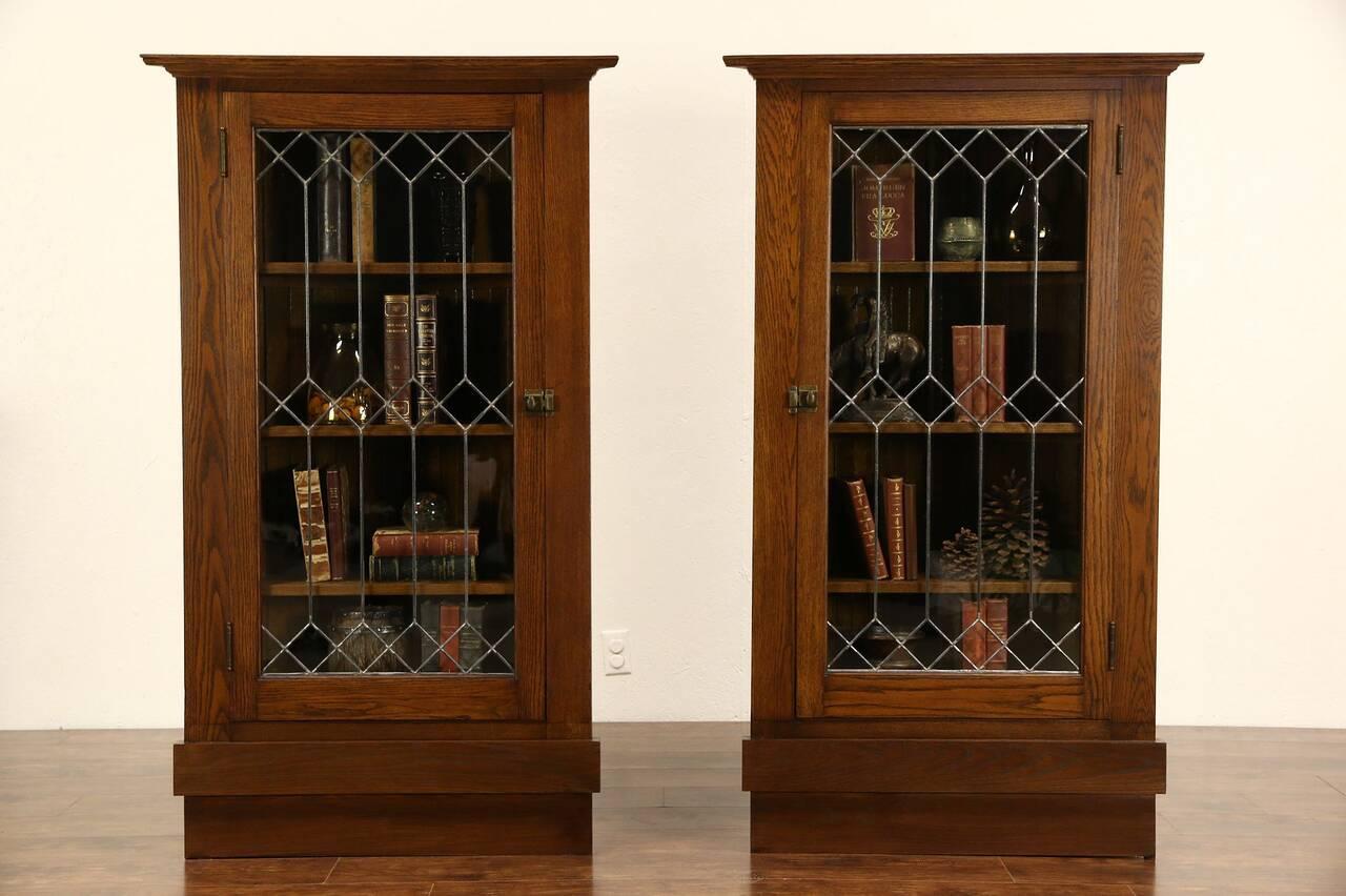 pair arts crafts mission oak 1905 antique corner cabinets leaded glass doors ebay. Black Bedroom Furniture Sets. Home Design Ideas