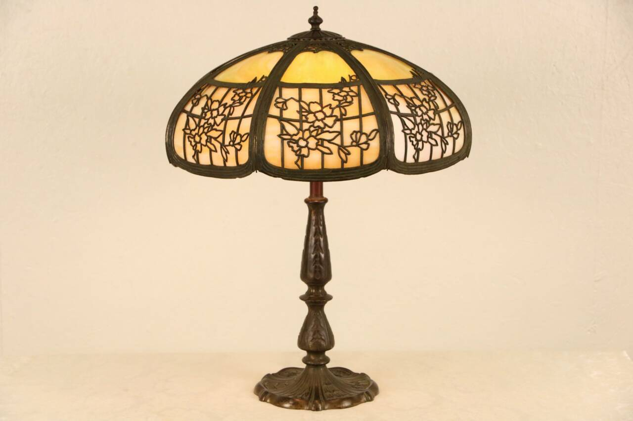 table lamp antique 1915 window pane flower stained glass shade ebay. Black Bedroom Furniture Sets. Home Design Ideas