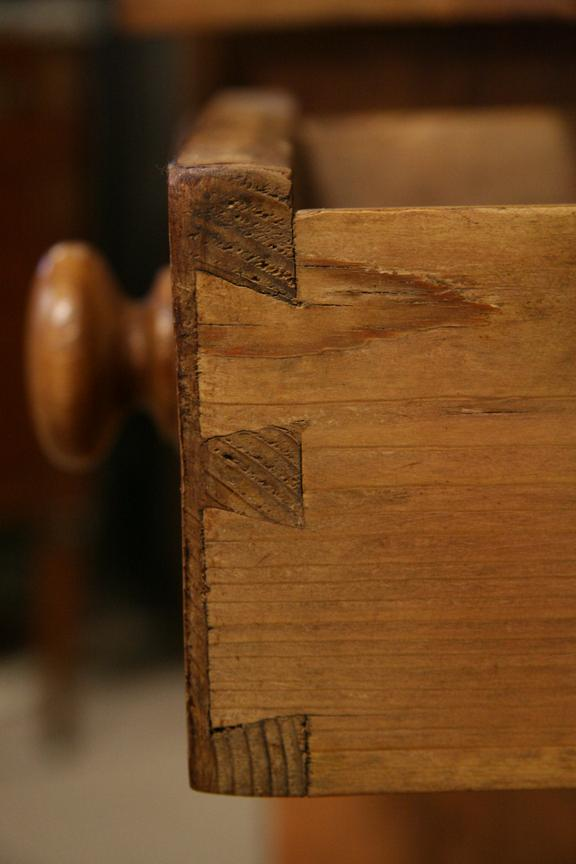 Dovetails - A Clue for Dating Antiques - Dovetails - A Clue For Dating Antiques - The Harp Gallery