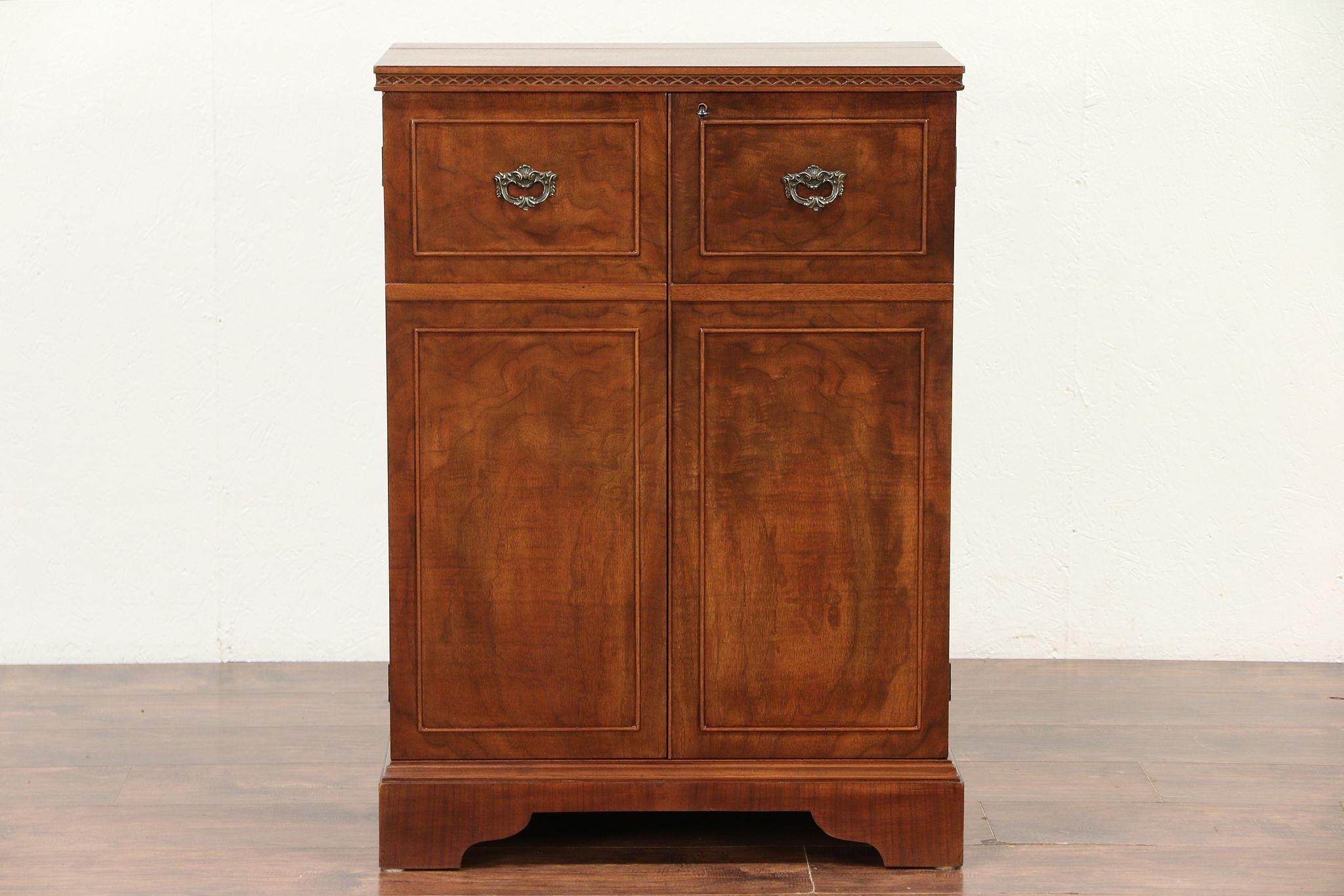 Walnut vintage traditional locking bar cabinet 29536