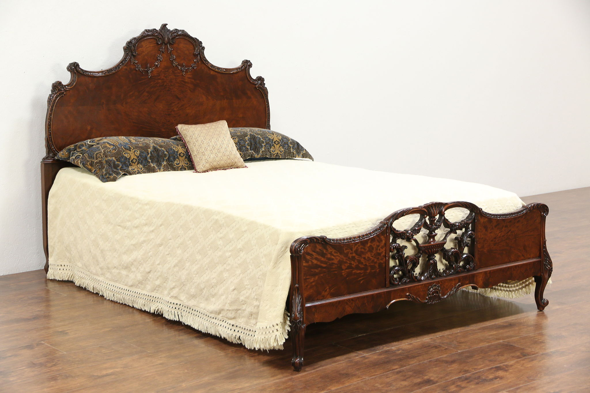 French Style Carved 1920 S Antique Full Size Bed