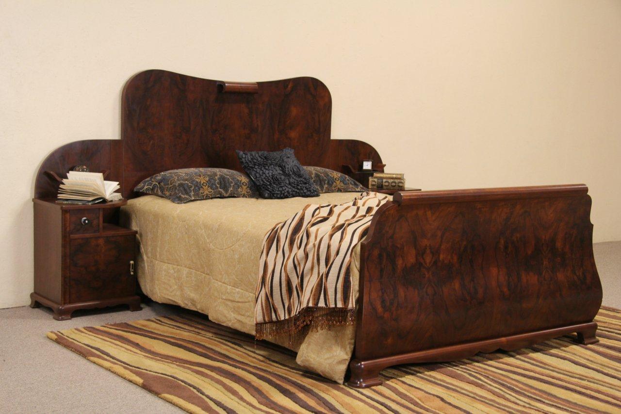 Italian Art Deco 1930u0027s Queen Size Bed With Attached Nightstands ...