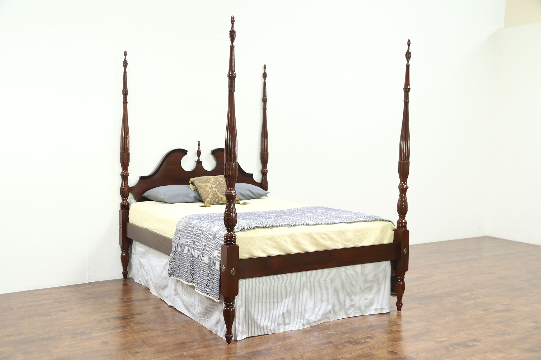 Rice Plantation 4 Poster Carved Mahogany Vintage Queen Size Bed