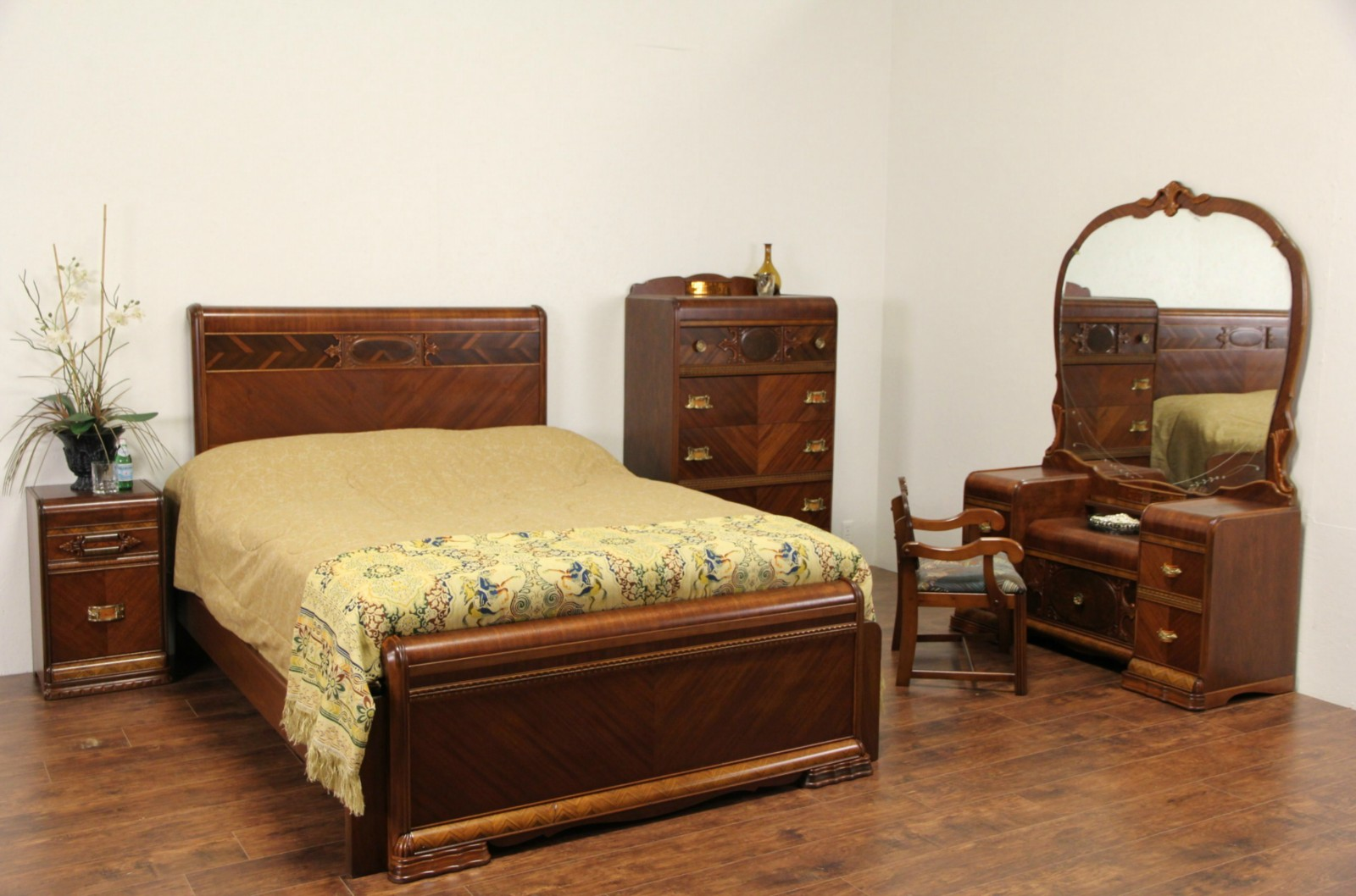 Art Deco Waterfall 5 Pc. Queen Size 1940 Vintage Bedroom Set, Bakelite  Pulls ...