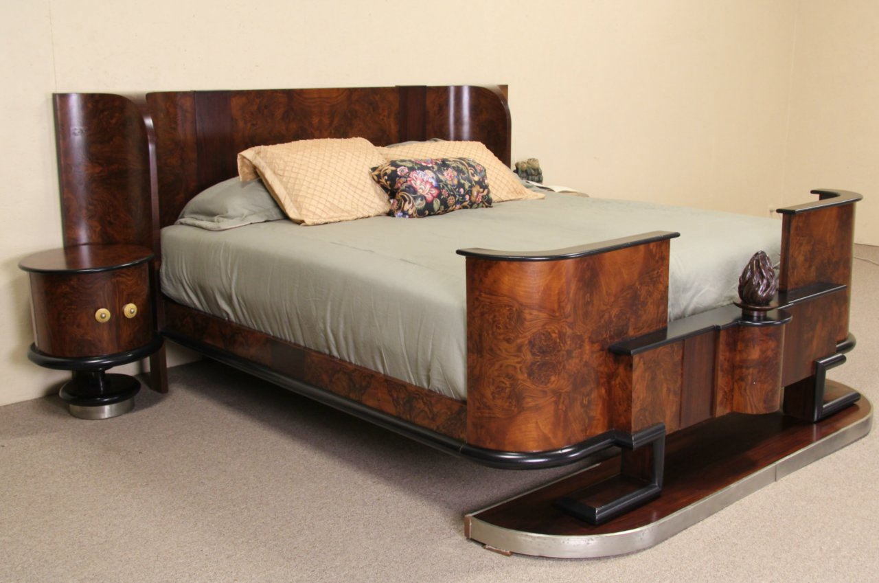 Sold Italian 1935 Art Deco King Size Bed Amp Nightstands