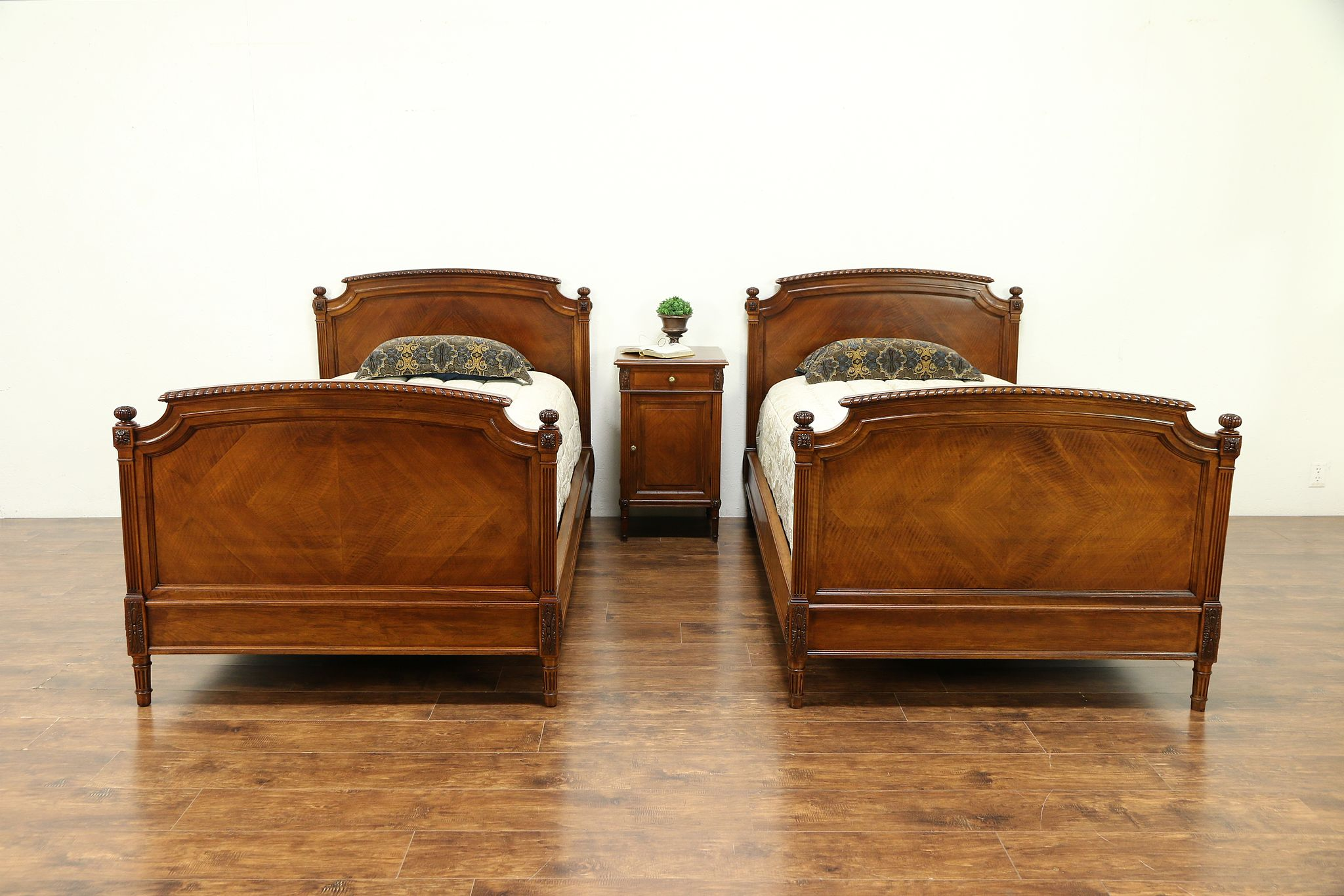 Sold Walnut Antique Louis Xvi Style Bedroom Set 2 Twin Beds Nightstand 30312 Harp Gallery Antiques Furniture