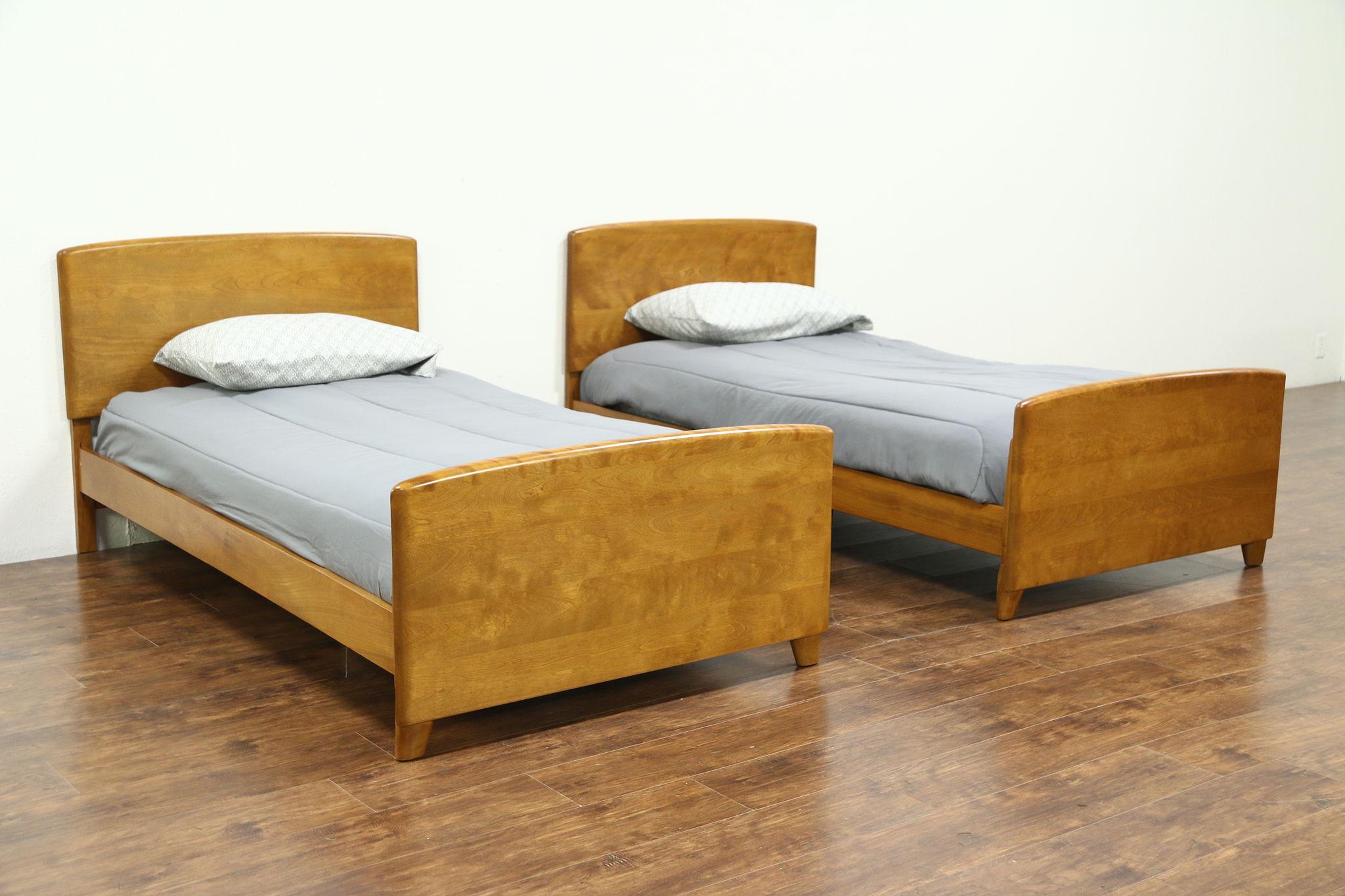 Sold Midcentury Modern 1950 S Vintage Pair Of Twin Beds Heywood Wakefield Harp Gallery Antiques Furniture