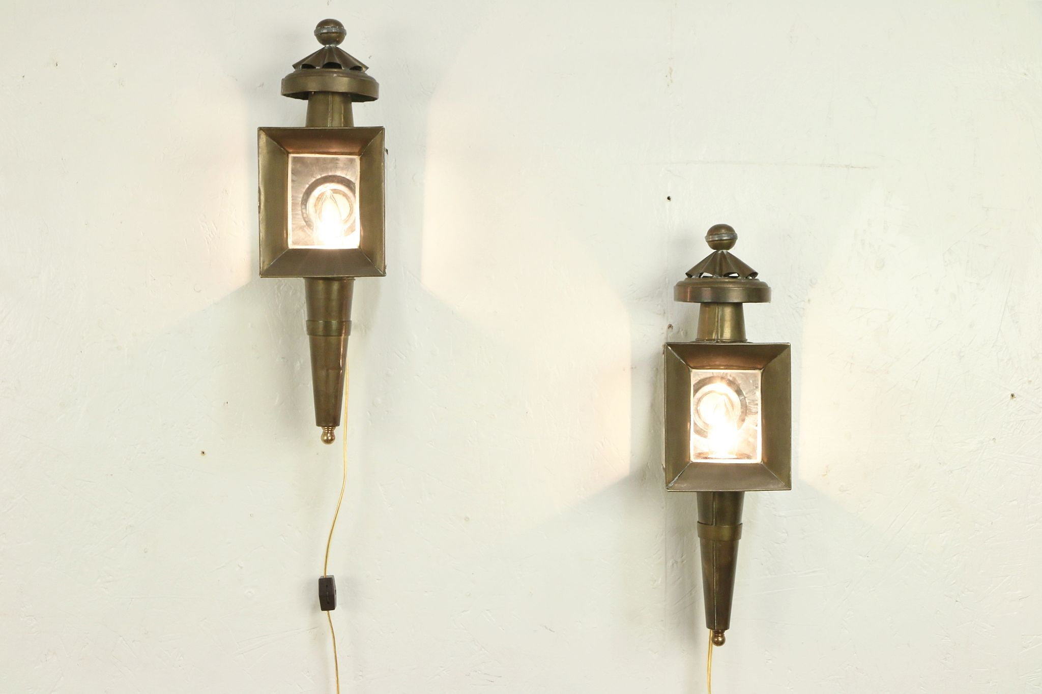 Sold Pair Of Brass Lights Vintage Carriage Lanterns Or Wall Sconce Lamps 29981 Harp Gallery Antiques Furniture