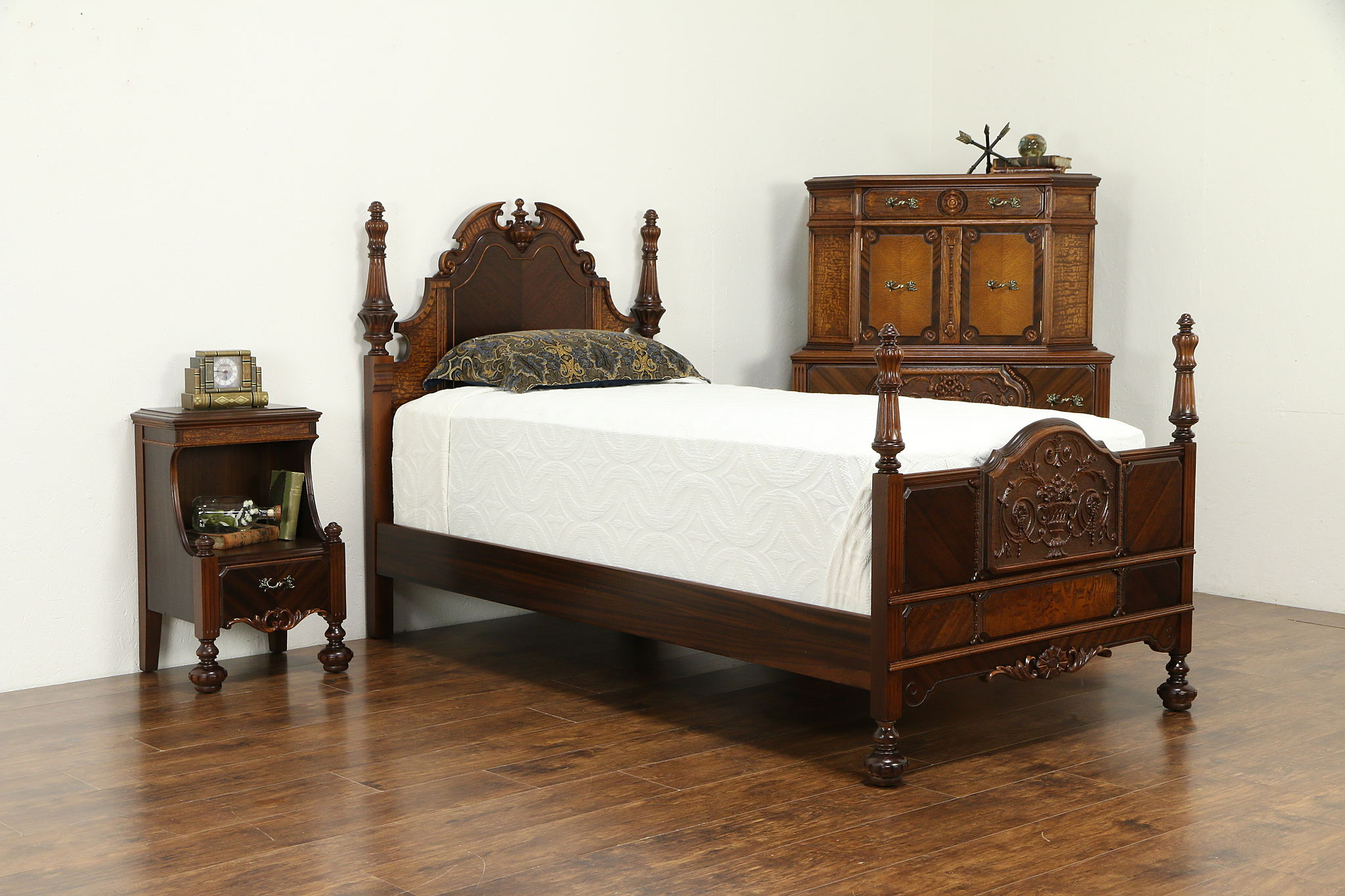 Sold English Tudor Antique Bedroom Set Twin Bed Chest Nightstand Nypenn 33103 Harp Gallery Antiques Furniture