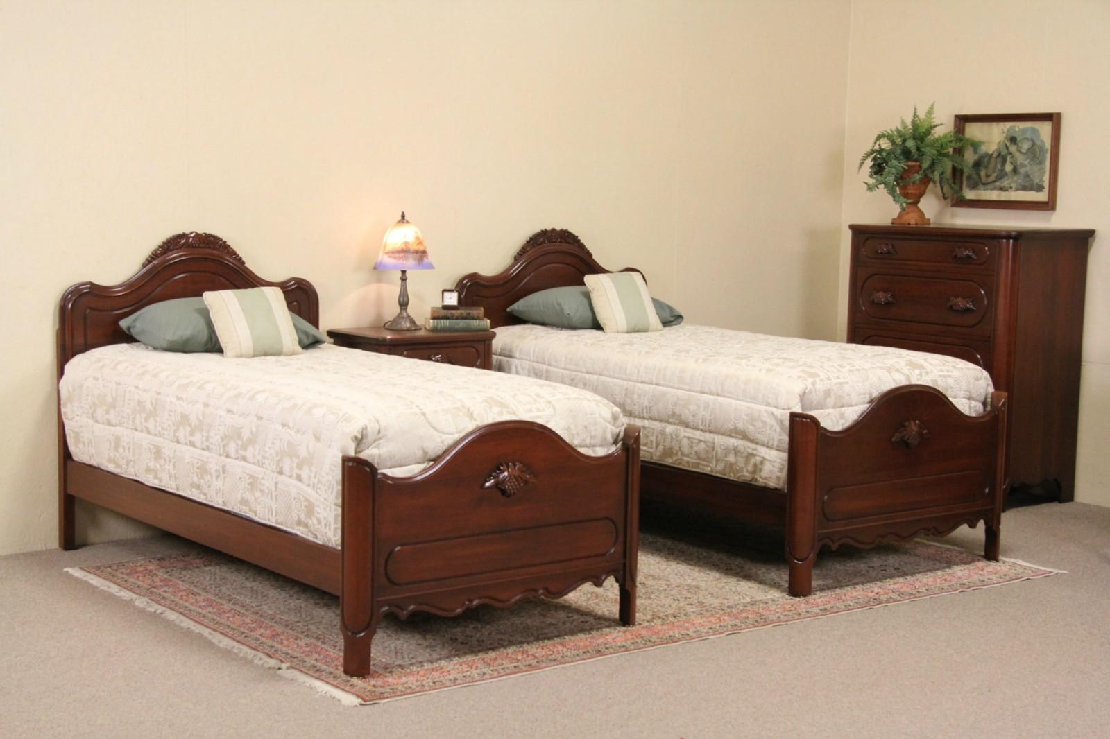Sold Davis Signed 1950 Vintage 4 Piece Bedroom Set Twin Beds Carved Grapes Harp Gallery