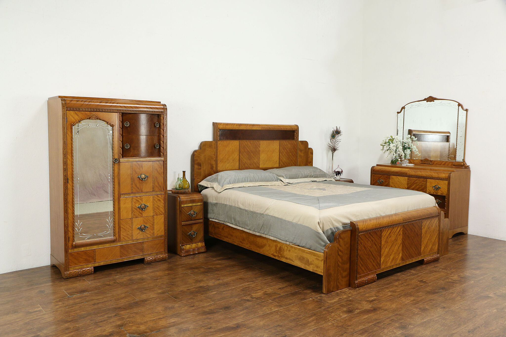 Sold Art Deco Waterfall Design 1930 S Vintage 5 Pc Bedroom Set King Size Bed 34650 Harp Gallery Antiques Furniture