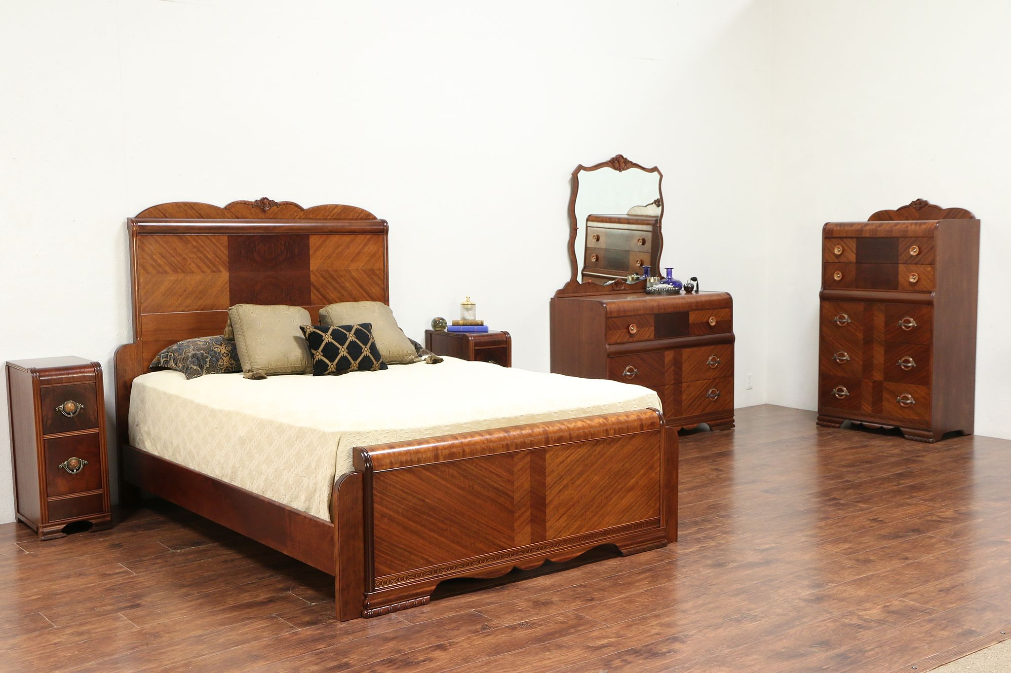 Sold Art Deco Waterfall Queen Size 5 Pc Vintage 1930 S Bedroom Set 29691 Harp Gallery Antiques Furniture