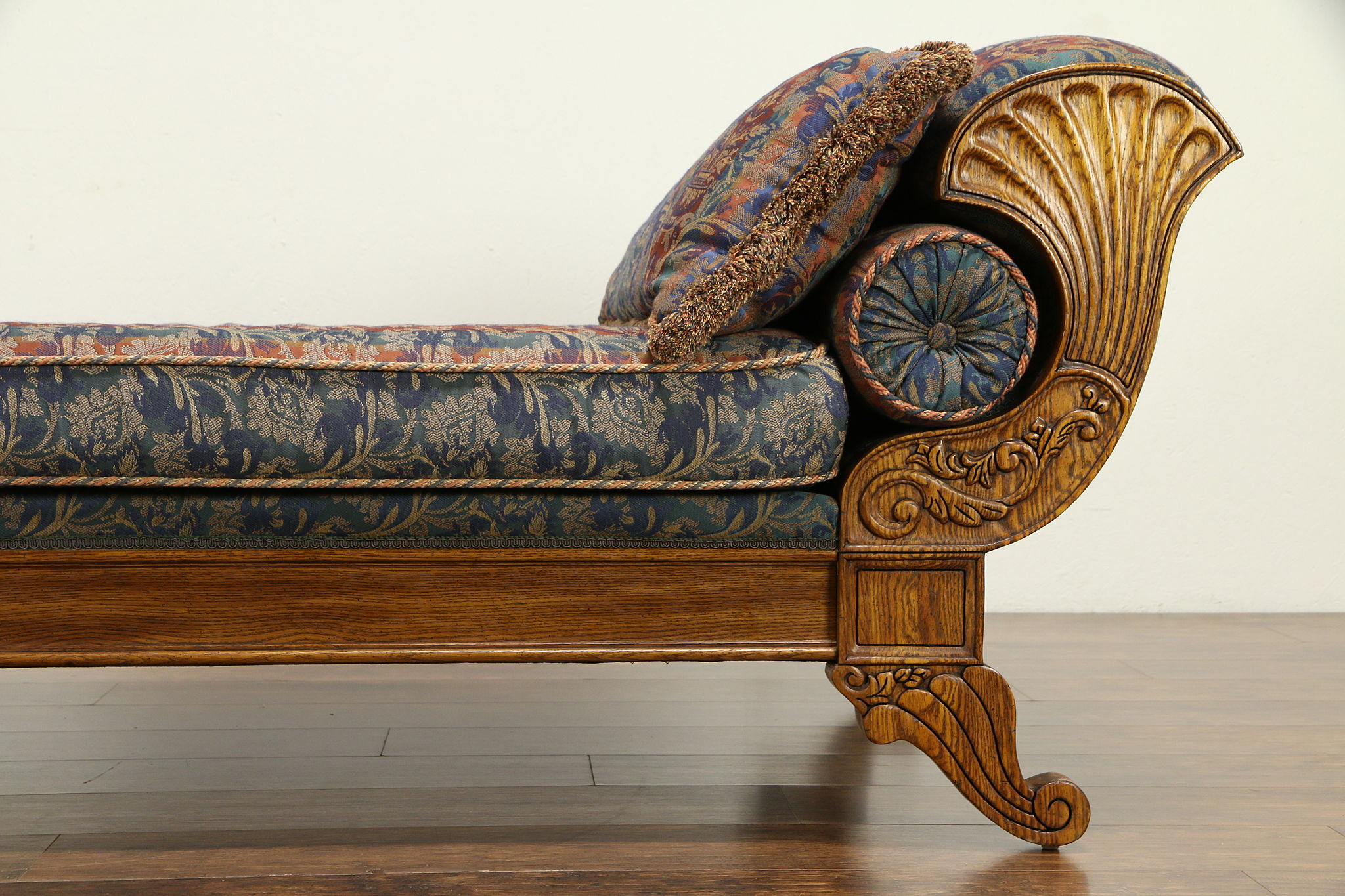 Fantastic Victorian Style Vintage Oak Chaise Lounge Day Bed Fainting Couch Pulaski 32275 Dailytribune Chair Design For Home Dailytribuneorg