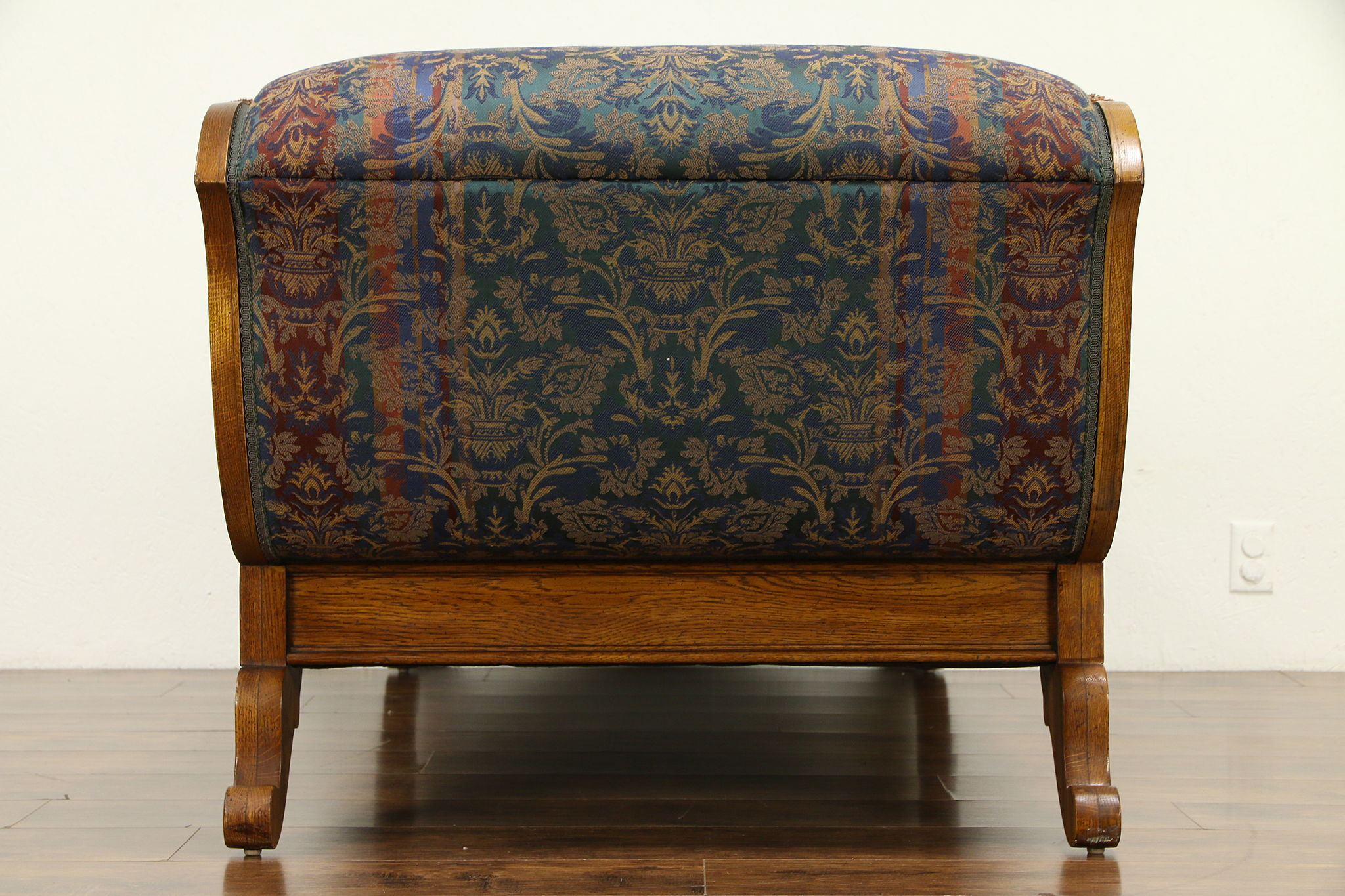 Admirable Victorian Style Vintage Oak Chaise Lounge Day Bed Fainting Couch Pulaski 32275 Dailytribune Chair Design For Home Dailytribuneorg