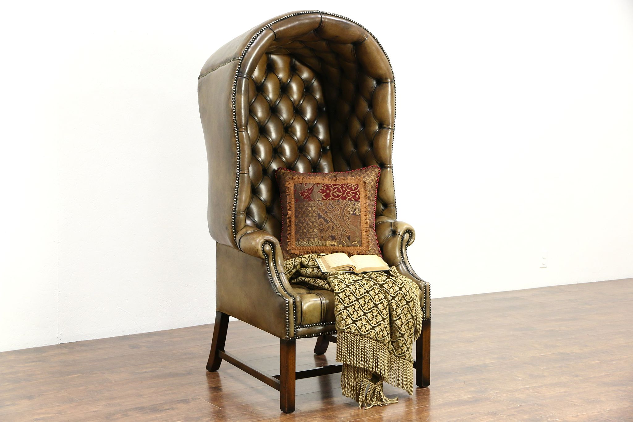 Delicieux English Style Vintage Hall Porter Chair With Hood U0026 Arms, Tufted Leather