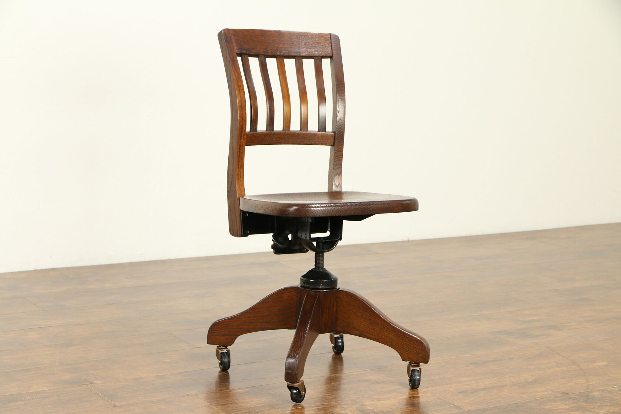 Enjoyable Oak Quarter Sawn Antique Swivel Adjustable Desk Chair Milwaukee 32066 Gamerscity Chair Design For Home Gamerscityorg