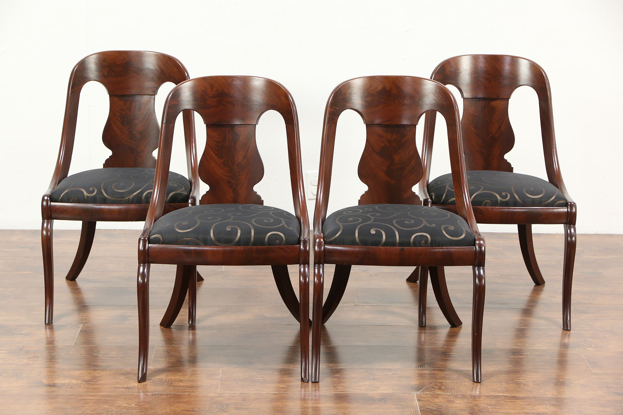 Superieur Set Of 4 Empire 1825 Antique Dining Or Game Chairs, New Upholstery