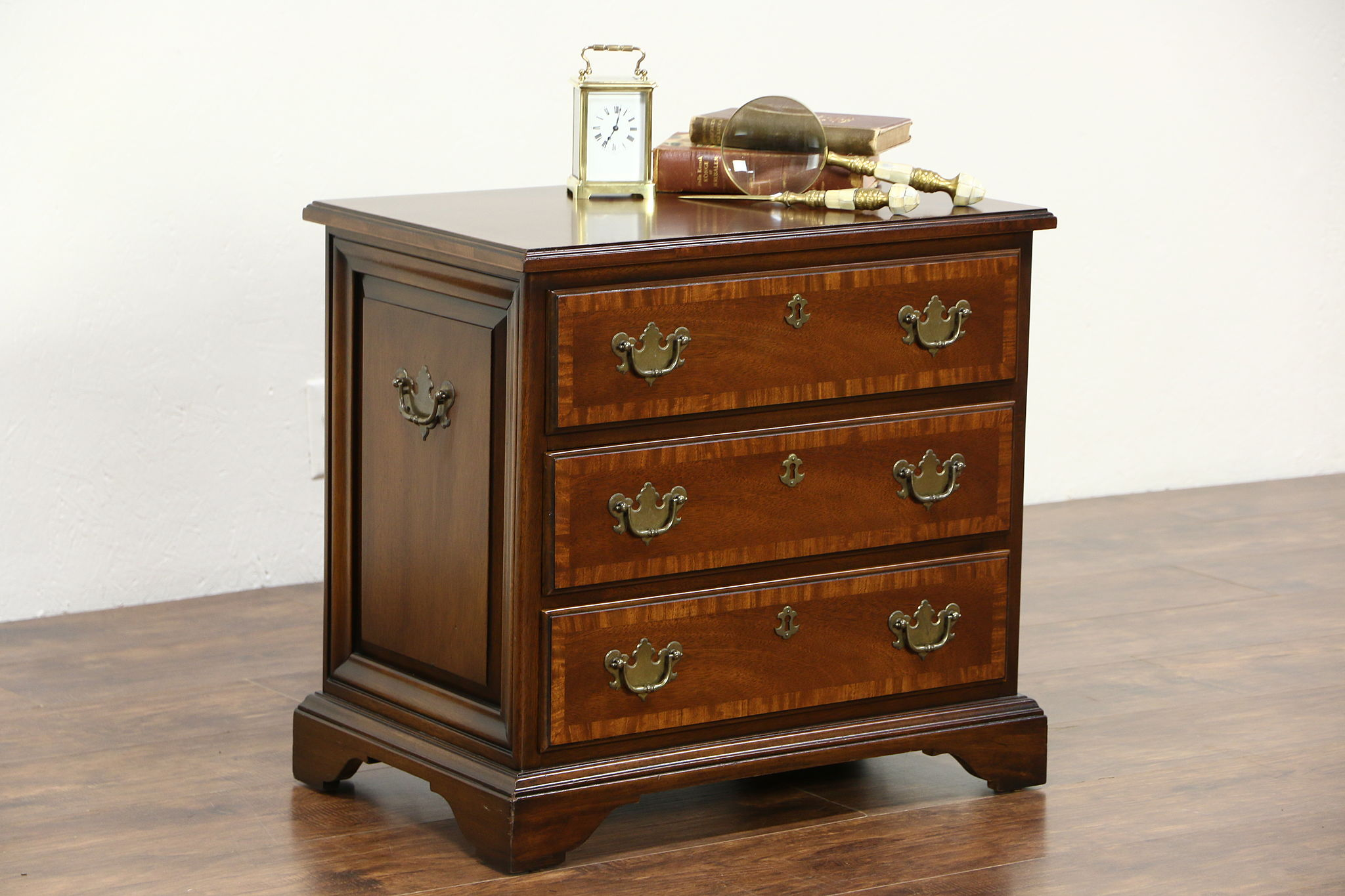 Nightstands Bedside Tables Harp Gallery Antique Furniture sort