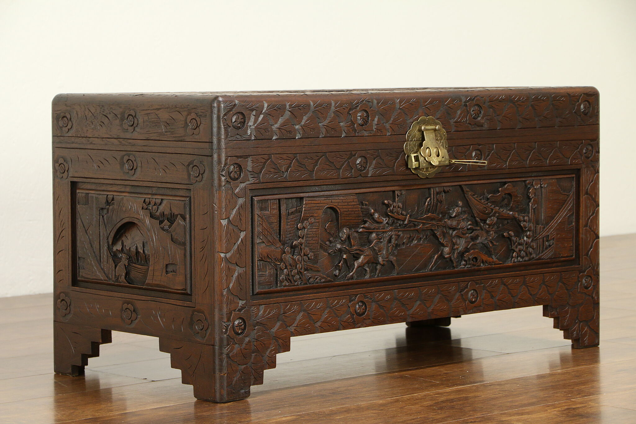 Chinese Carved Antique Camphor Wood Trunk Dowry Chest Or Coffee Table 32030