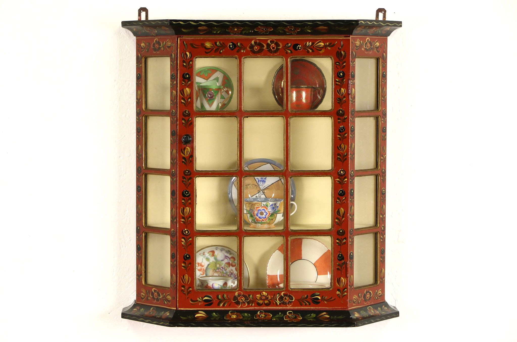 Exceptionnel Tyrol Austrian Folk Art Hand Painted 1900 Antique Wall Cabinet