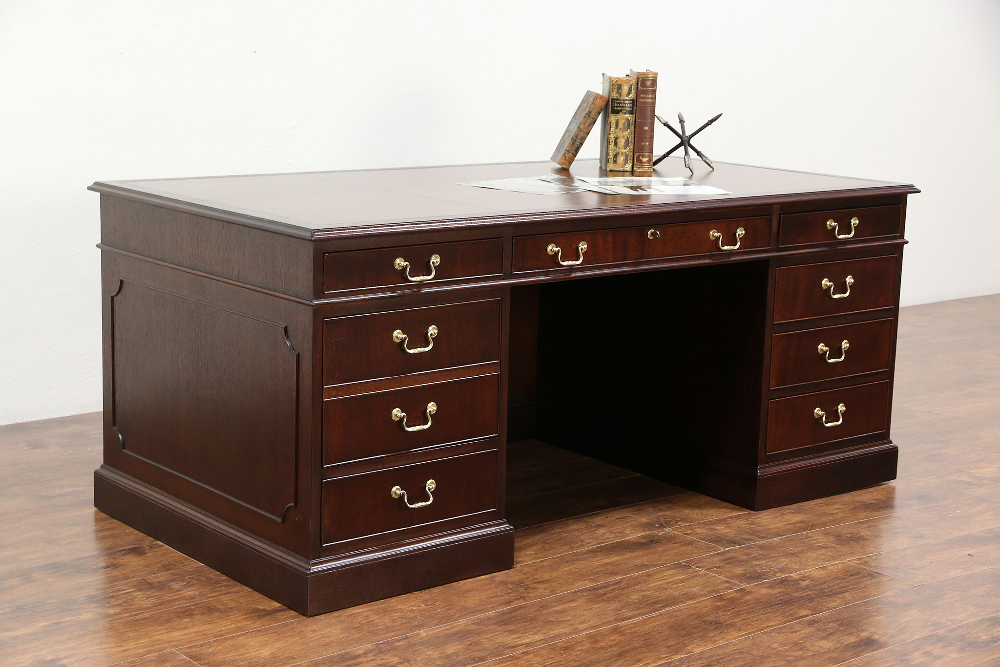 Traditional Gany Library Or Executive Desk Leather Top Signed Kittinger