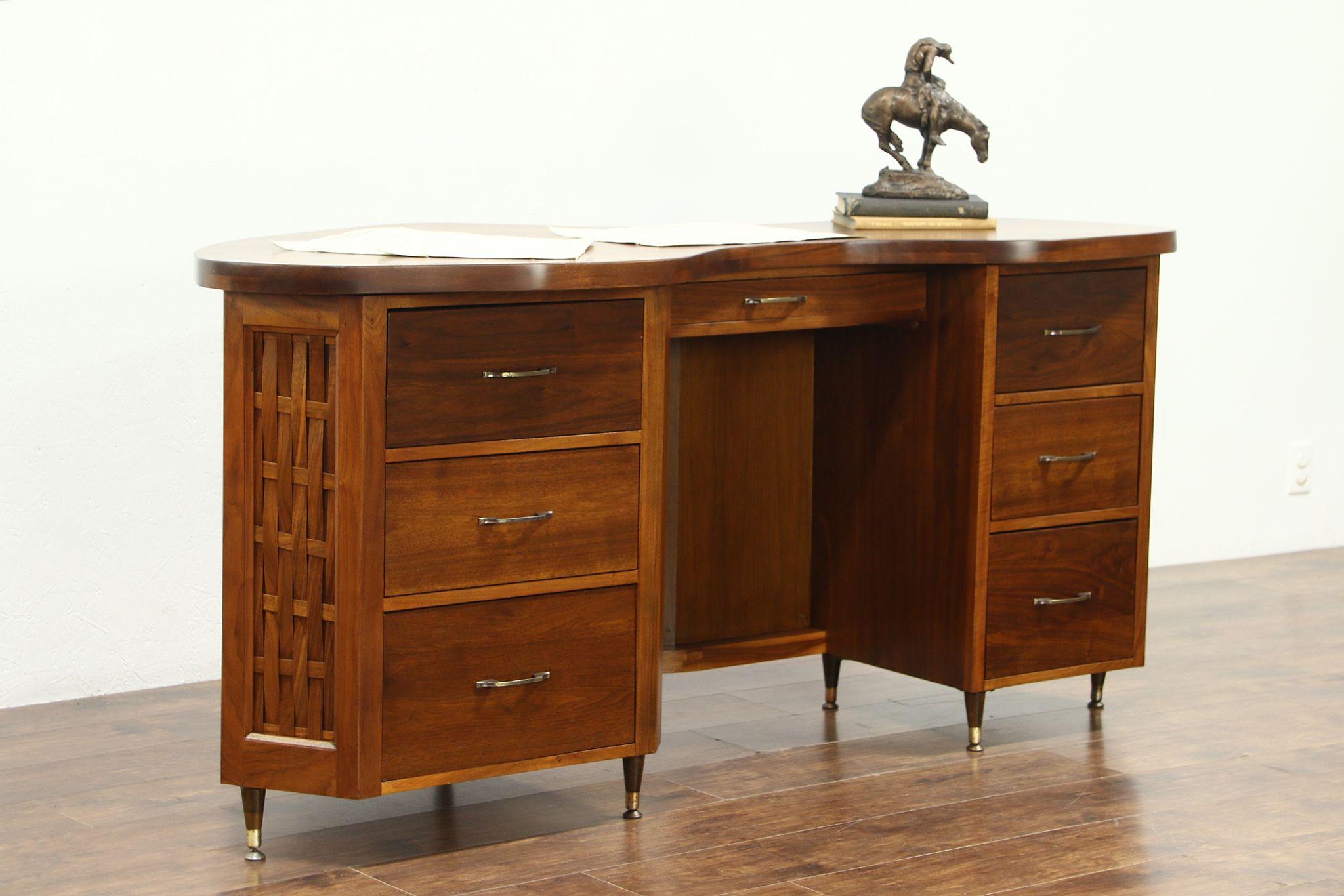Midcentury Modern Walnut Custom Free Form Designer Reception Desk 1960 Vintage