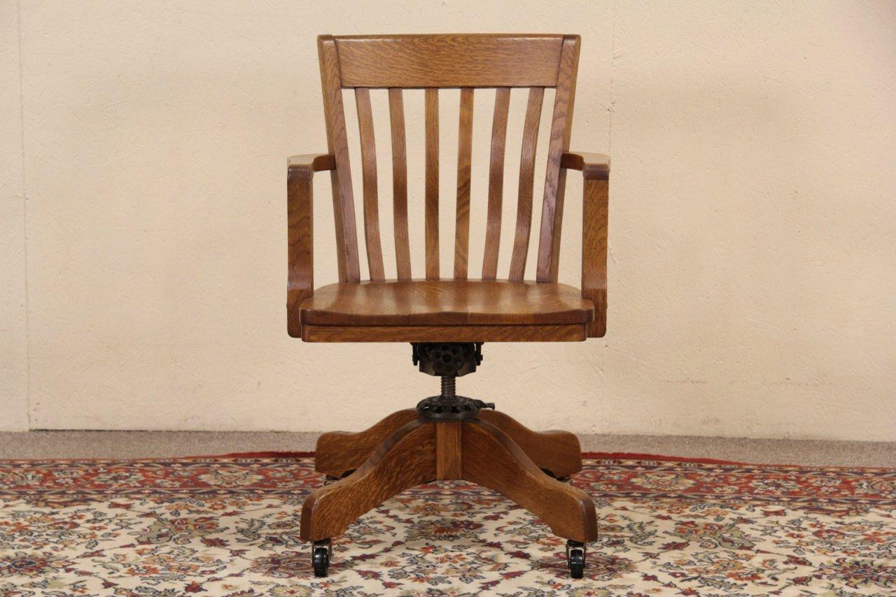 Milwaukee 1915 Antique Oak Swivel Adjustable Office Desk Chair,