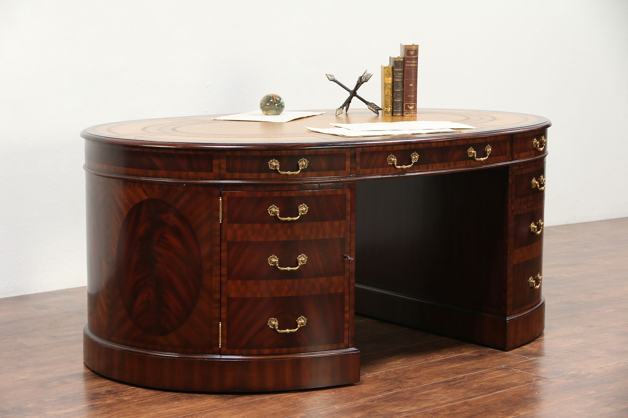 Exceptionnel Oval Partner Library Desk Vintage Mahogany, Maitland Smith #29320 Photo