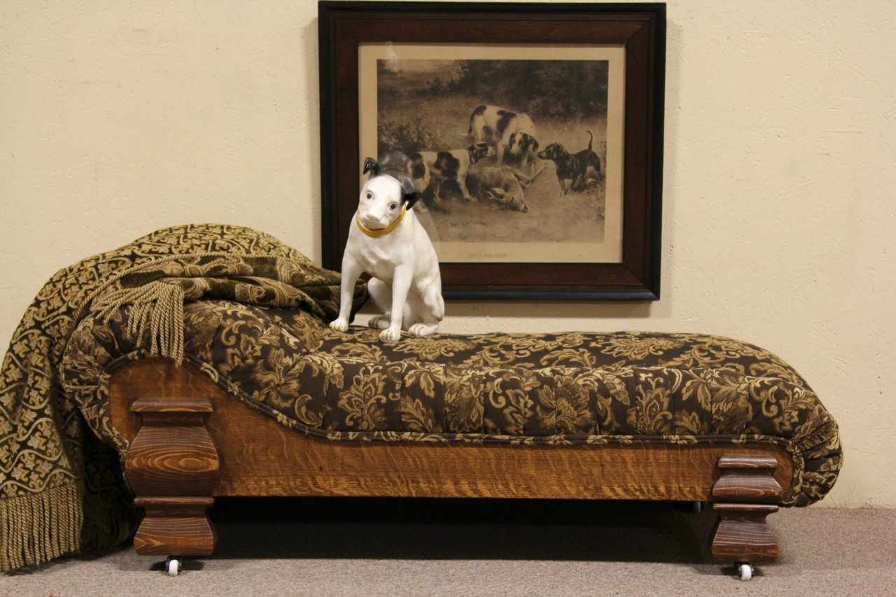 Victorian Childu0027s Fainting Couch Or Chaise Lounge