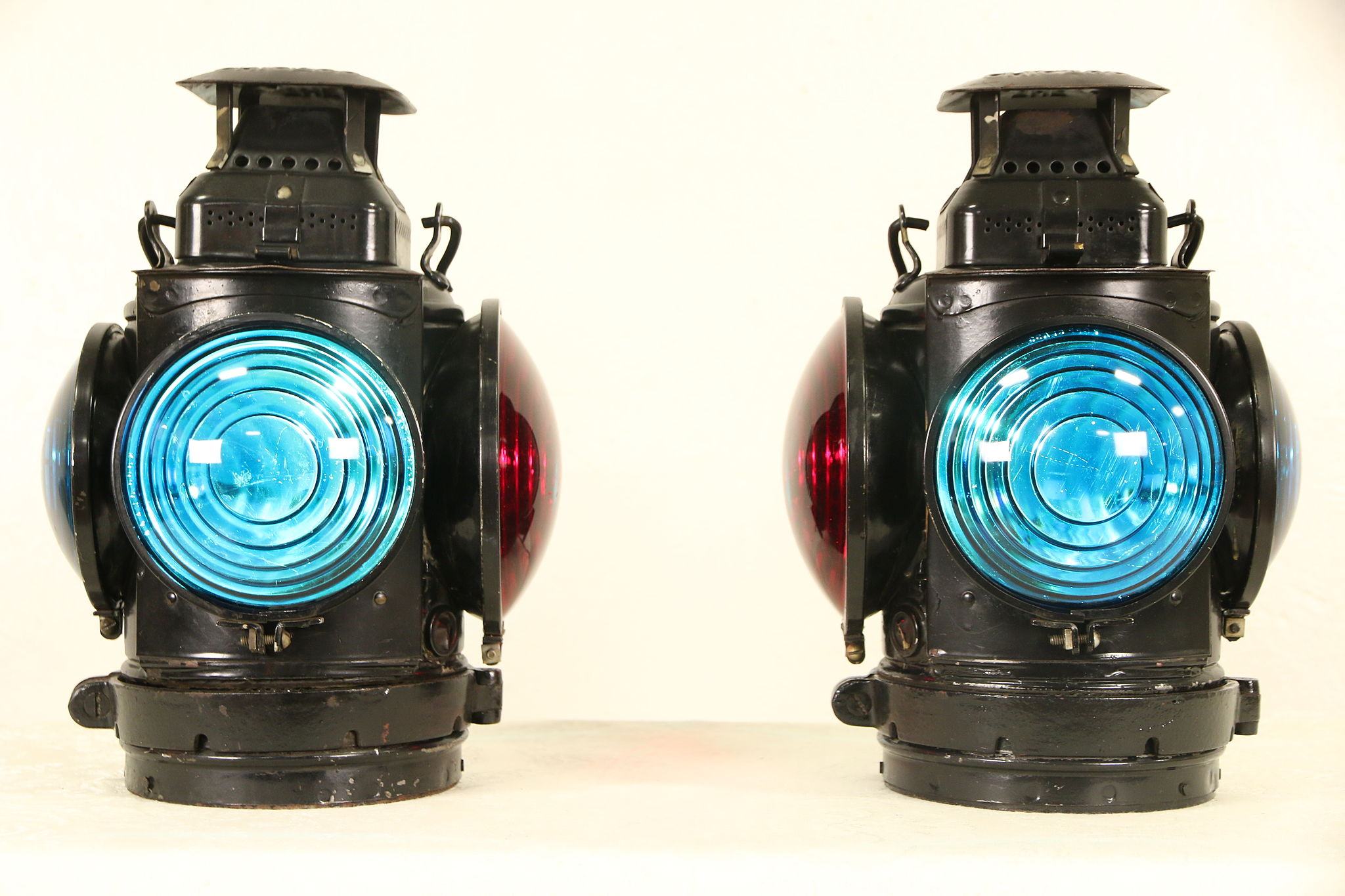 Adlake Railroad Signal Marker Lamps Caboose Pair Red & Green Lenses,  Electrified