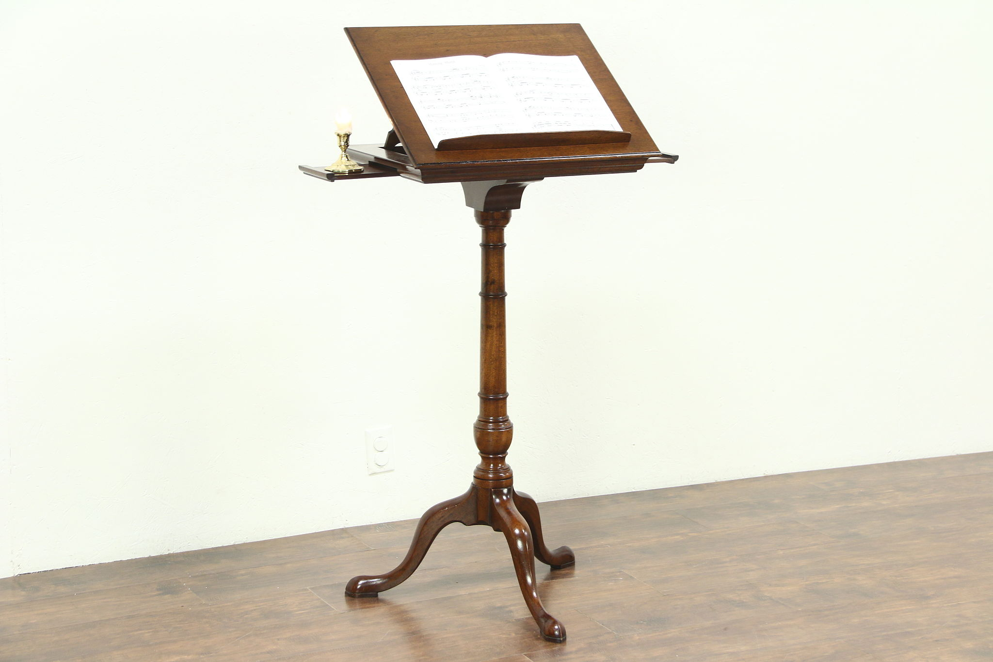 Traditional Gany Adjule Vintage Or Book Stand Reception Podium