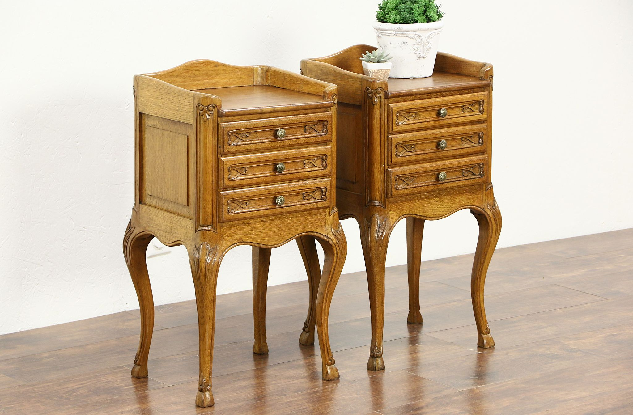 Charmant Pair Of Country French Oak 1930u0027s Vintage Nightstands Or End Tables