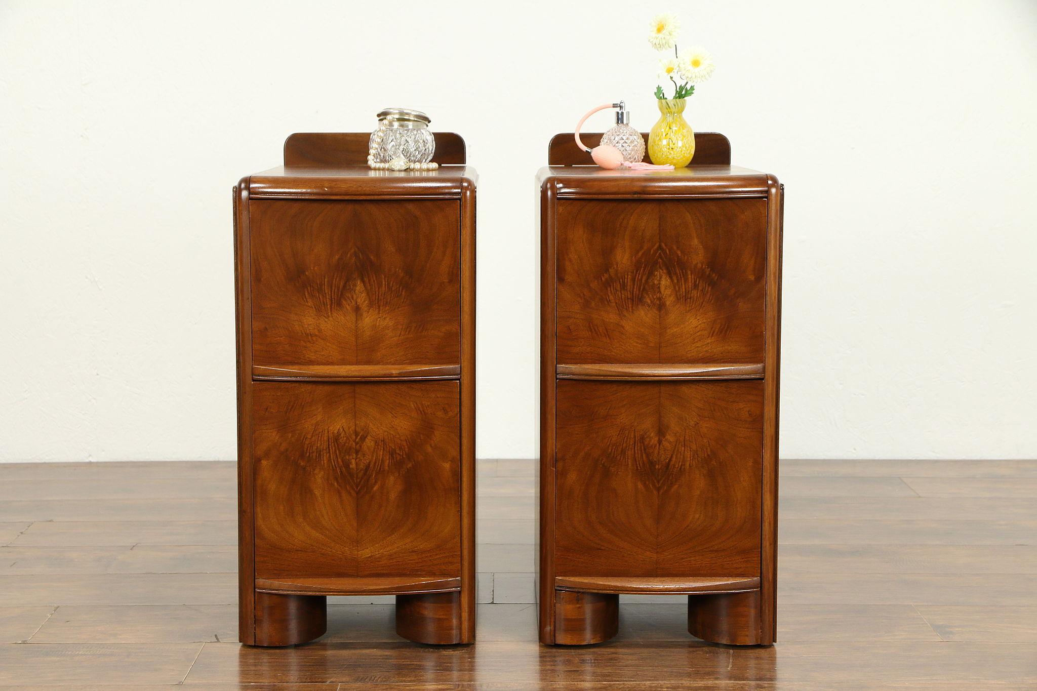 Pair Of Midcentury Modern 1940 S Vintage Walnut Nightstands 32607