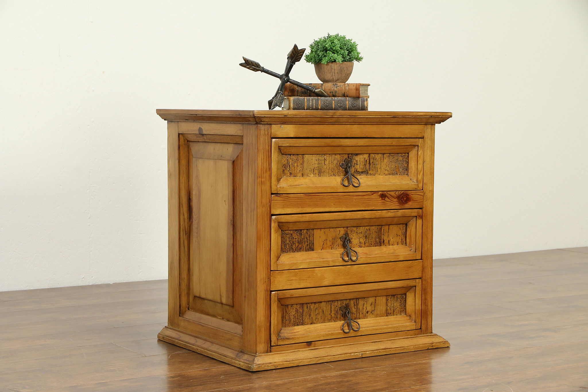 Sold Rustic Country Pine Farmhouse Vintage Small Chest End Table Nightstand 32954 Harp Gallery Antiques Furniture