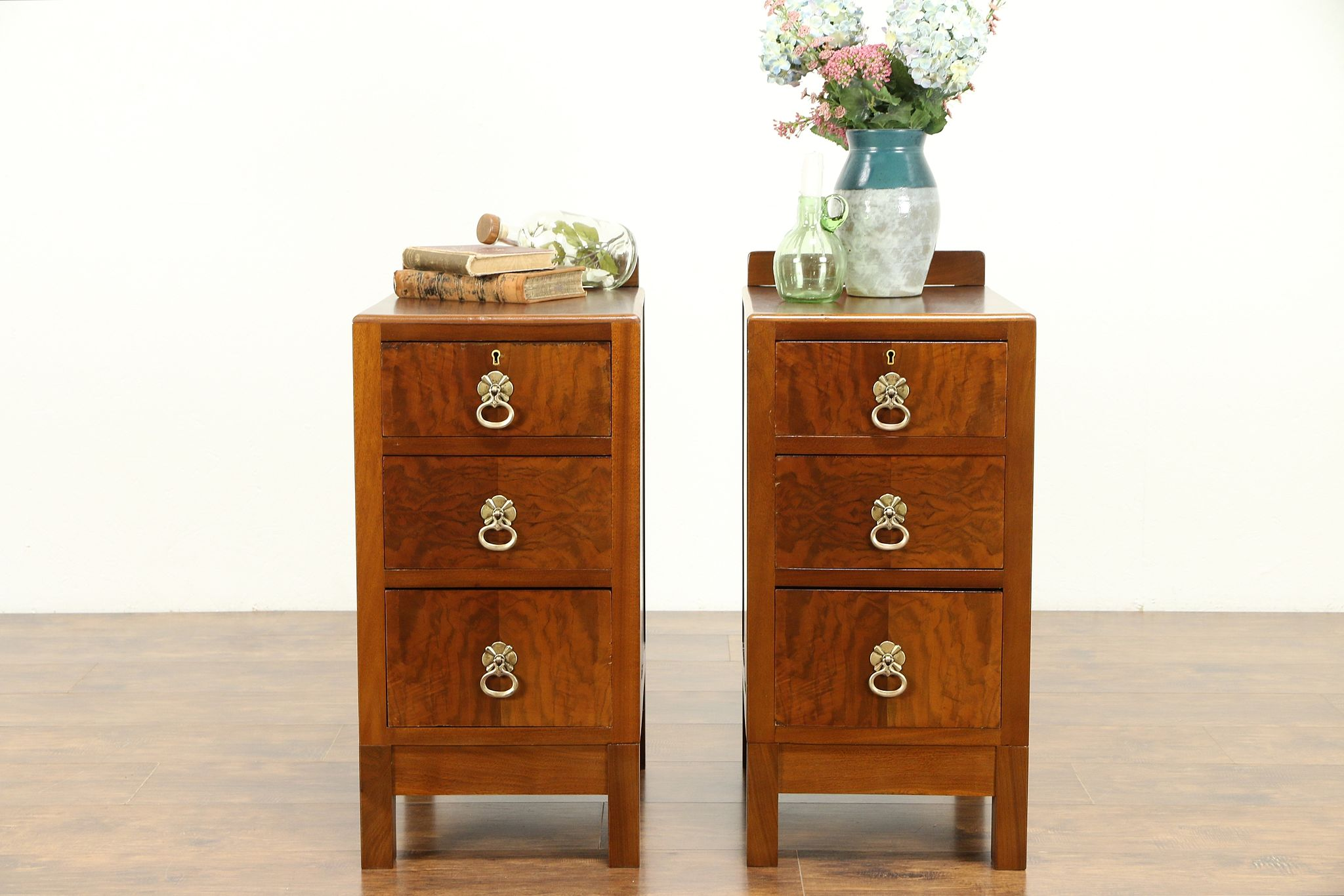 Pair Of English Vintage Walnut Nightstands Or End Tables 31195