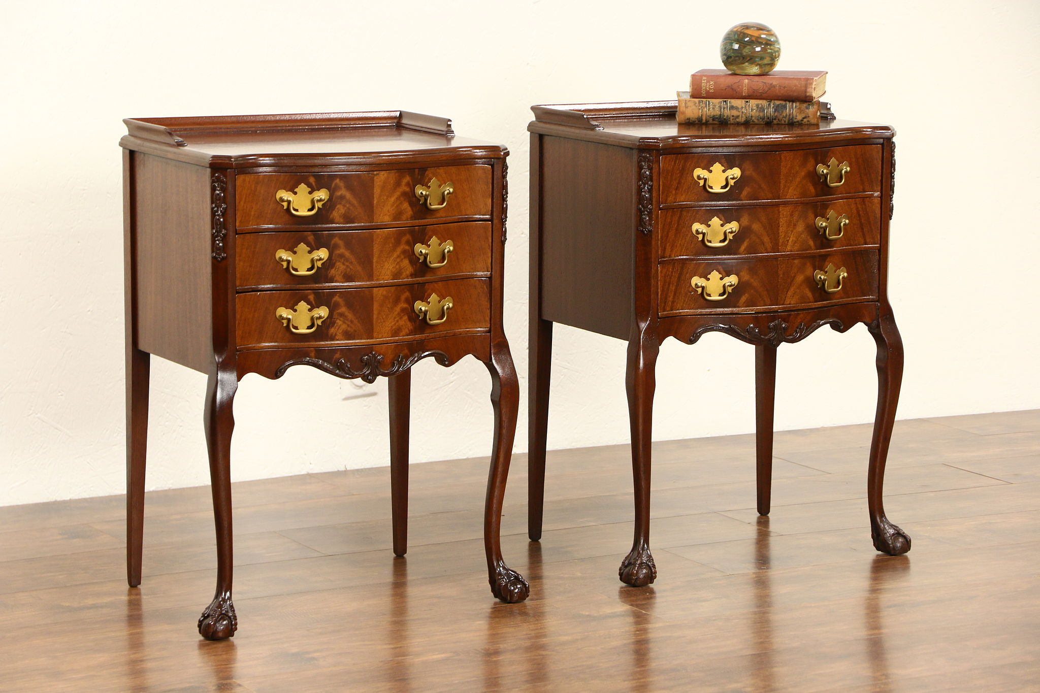 Sold Pair Of 1950 Vintage Traditional Mahogany