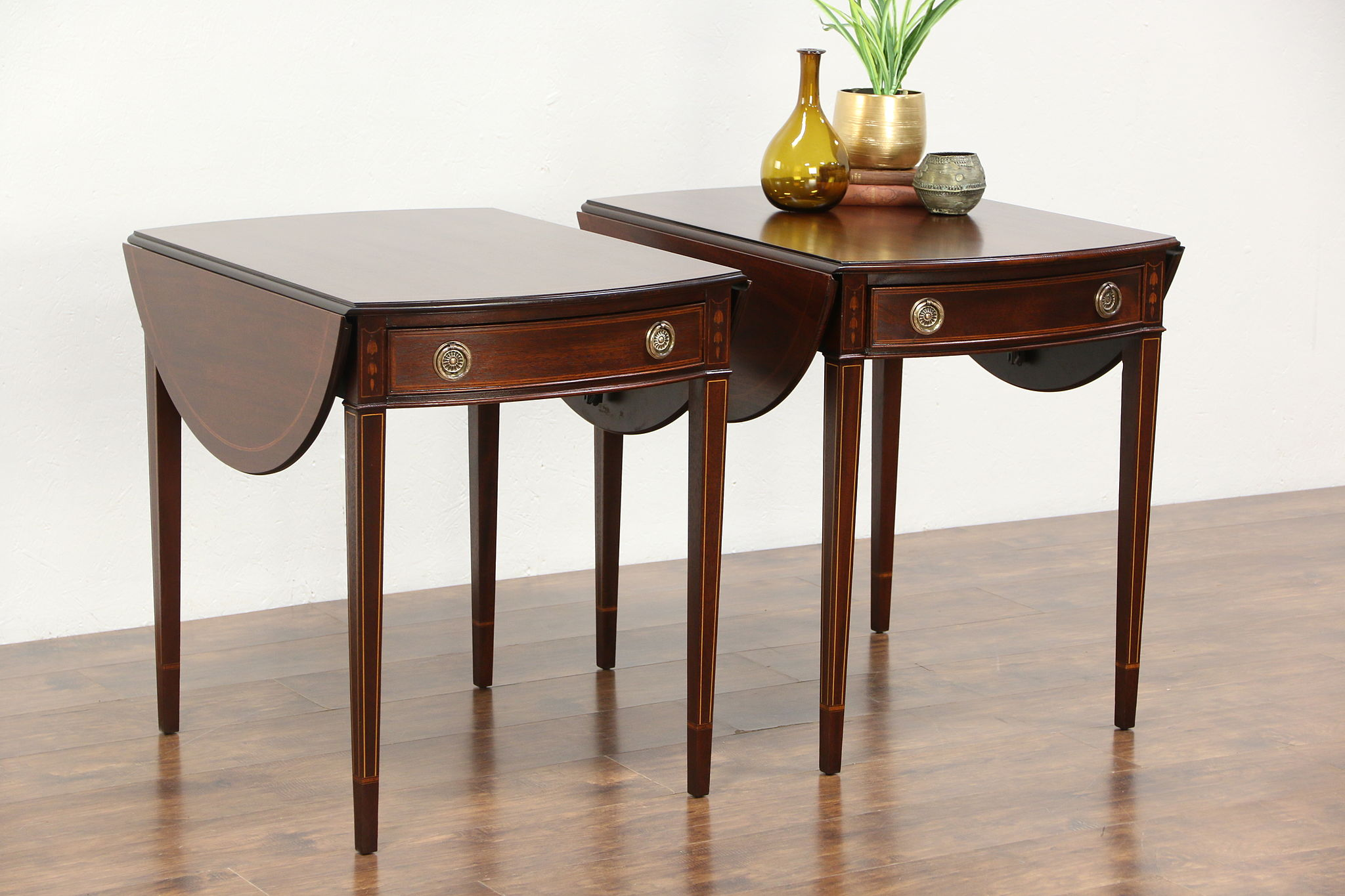 Pair Vintage Pembroke Dropleaf Mahogany Lamp Or End Tables, Nightstands, ...