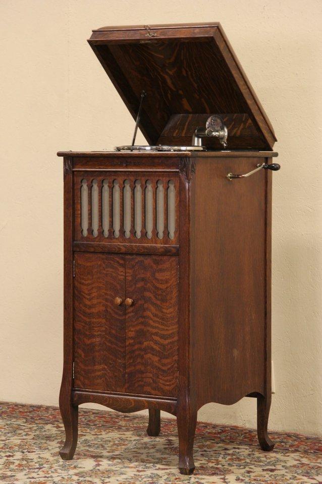 Silvertone Oak Antique 1915 Wind Up Phonograph Records