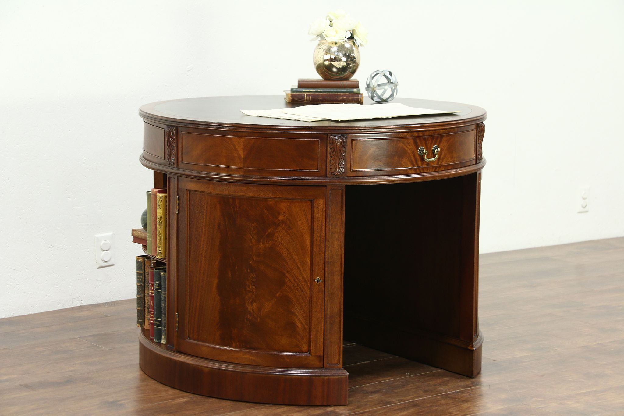 Round Georgian Design Gany Vintage Library Desk Tooled Leather Top